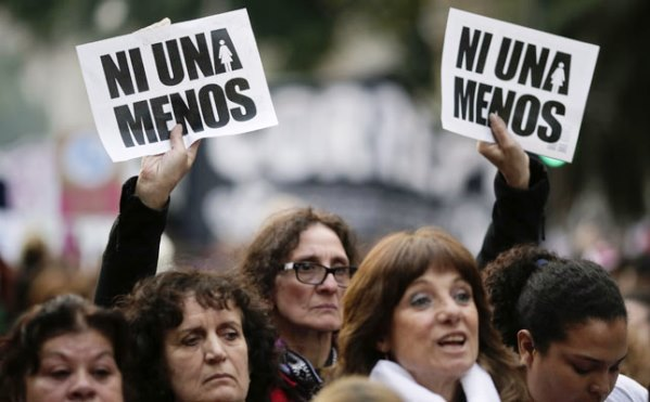 La mujer latinoamericana se levanta